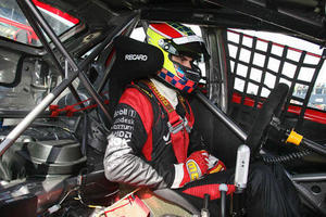 Tom Onslow-Cole, inside the VX Racing Vauxhall Vectra