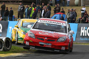 Tom Onslow-Cole raced for VX Racing in the 2008 HiQ MSA British Touring Car Championship