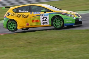 Gordon Shedden is now with the Cartridge World Carbon Zero Racing Team in the 2009 BTCC