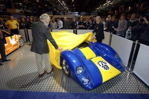 Eric unveiling the T70 at the 2006 Autosport International, Birmingham