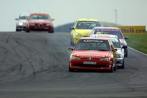 Simon leads the British Touring Car Championship race at Donnington, September 2001